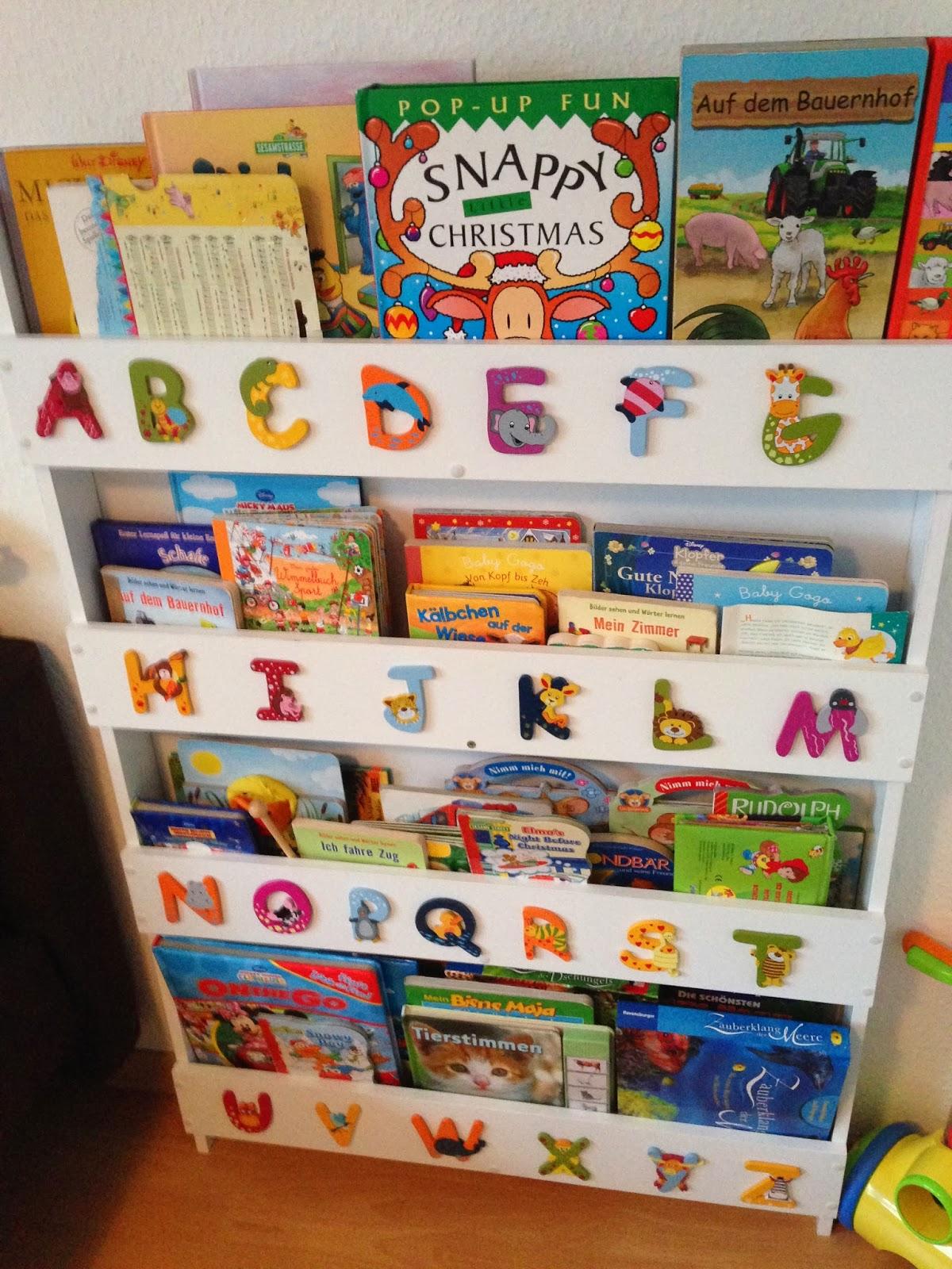 Blogparade zum thema b cher was sind die 5 lieblingsb cher eurer kinder mit kinderaugen - Bucher wandregal kinderzimmer ...