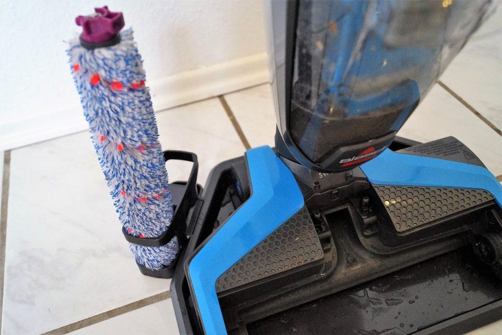 für die schnelle bürstenreinigung zwischendurch den crosswave einfach in die mitgelieferte reinigungsschale stellen