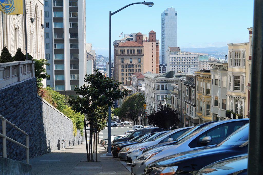 Das InterContinental Mark Hopkins Hotel befindet sich auf Nob Hill.