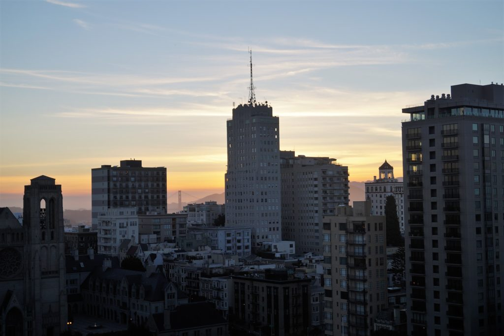 Ausblick vom InterContinental Mark Hopkins Hotel : San Francisco am Abend