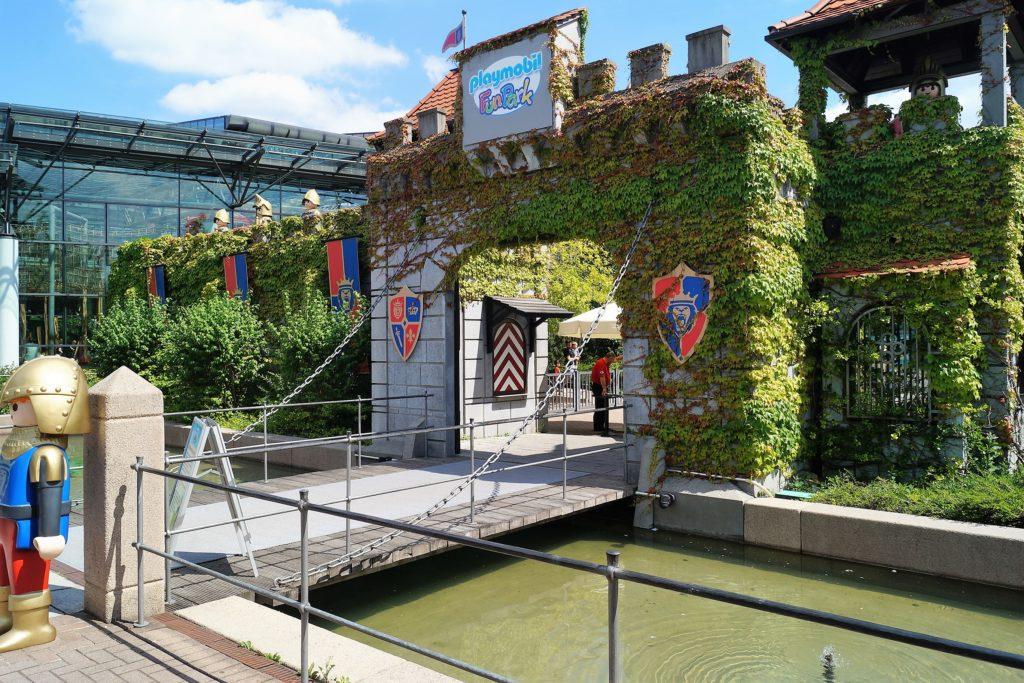 Der Eingang vom Playmobil Funpark in Zirndorf