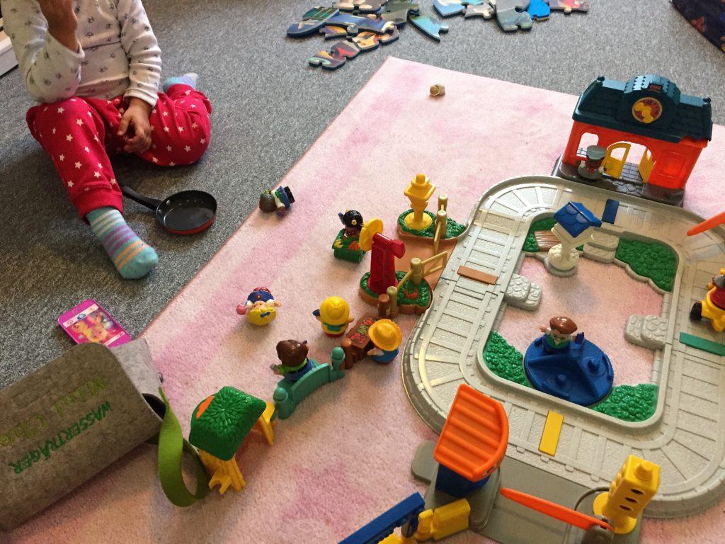 spielspaß mit dem little people bahnhof