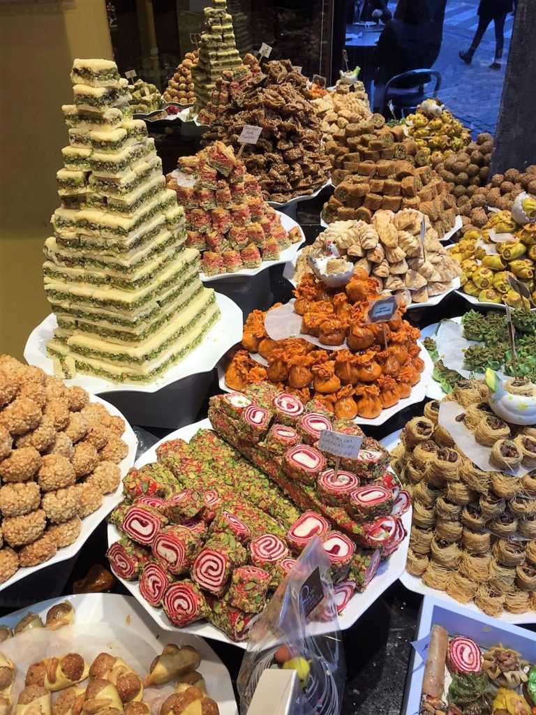 Brüssel kulinarisch: Schokolade und Pralinen so weit das Auge reicht