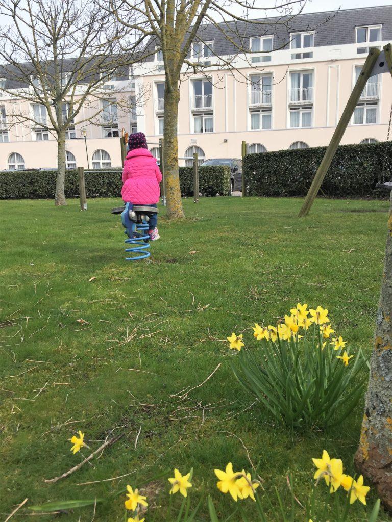 Badhotel Domburg: Park mit Spielplatz für die Kleinen