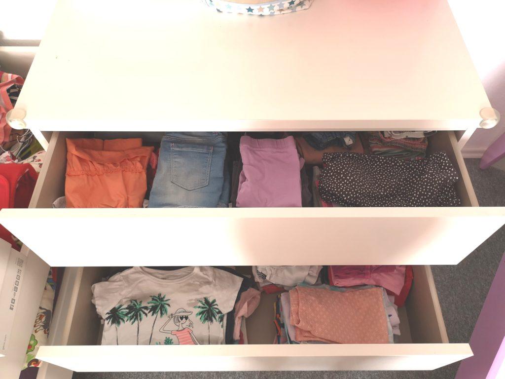 Aufgeräumt: Die Kleidung der Mini Chefin