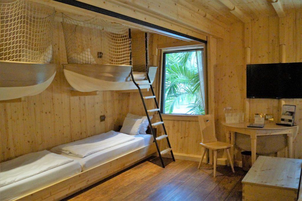 Mit Boot-Betten an der Wand: Die Kapitäns-Kabine im Hotel Victory