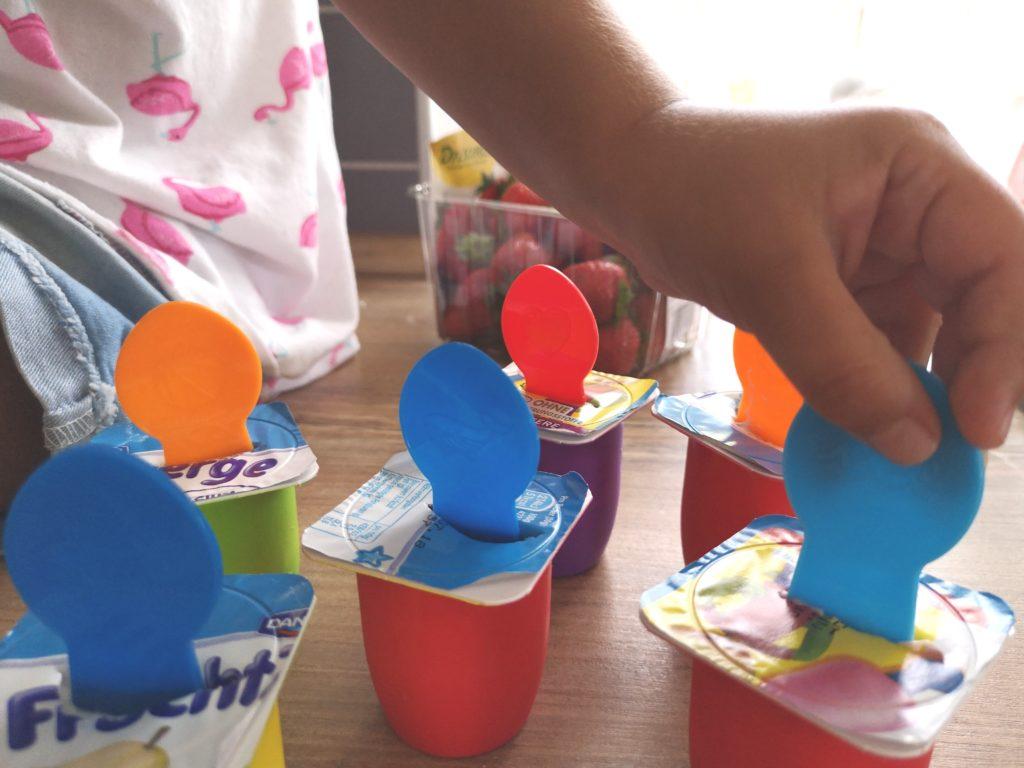 Das Auge isst mit: Viele bunte Stäbchen für das FruchtZwerge-Selbstmach-Eis