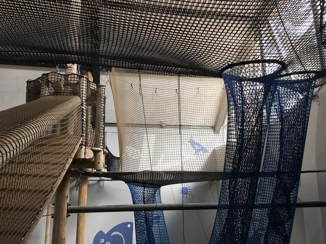 Spielspaß im Indoor Spielplatz Giga Konijnenhol auf dem Beerze Bulten Campingplatz