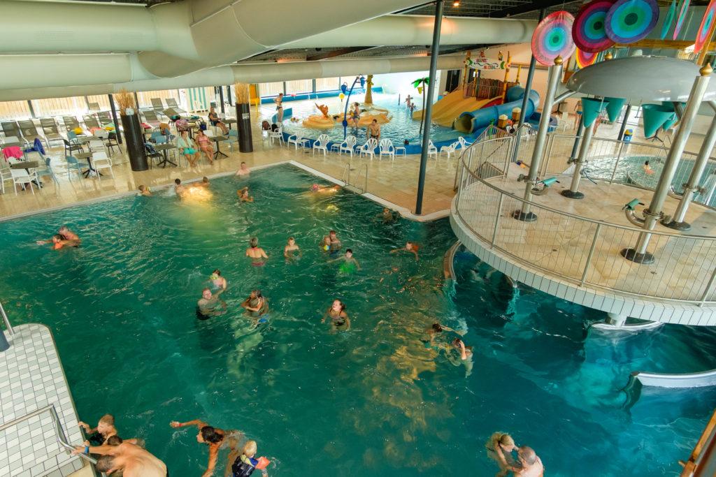 Rutschen und Strömungskanal gibt es im Hallenbad auf dem Beerze Bulten Campingplatz