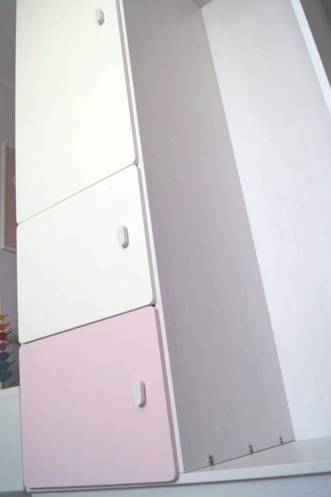 Kleiderschrank von de Breuyn: Niedrige Türen gut für Kinder nutzbar