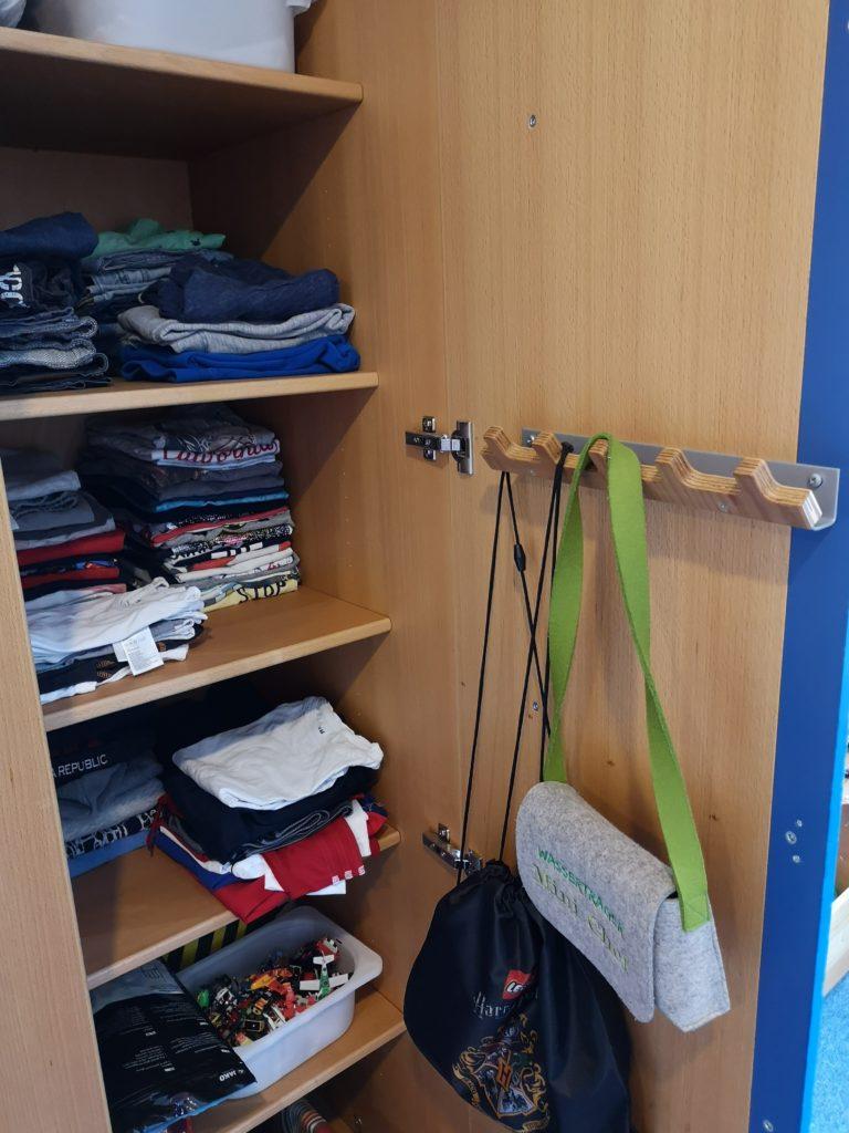 Kleiderschrank aufräumen und ausmisten
