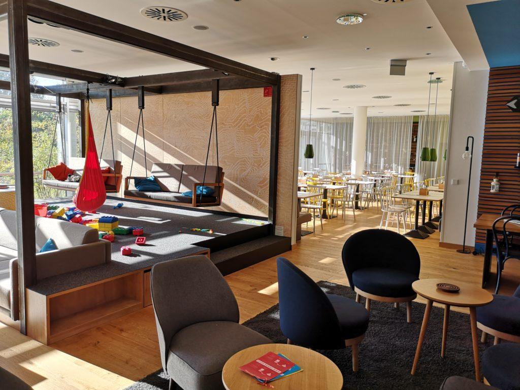 sehr offen und großzügig mit großem spielbereich präsentiert sich das vienna house easy in günzburg