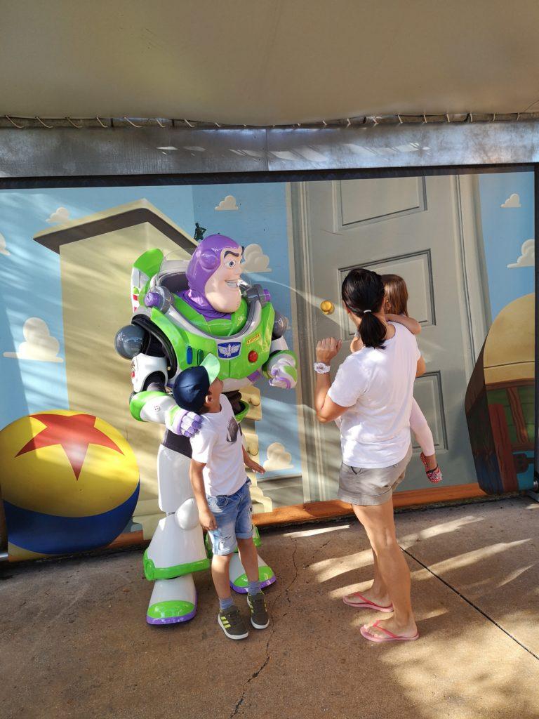 Ein Foto mit Buzz Lightyear von Toy Story