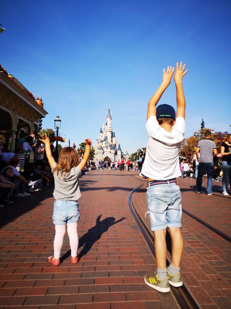 Gleich: Kinder zeigen uns die Welt auf eine ganz besondere Art und Weise