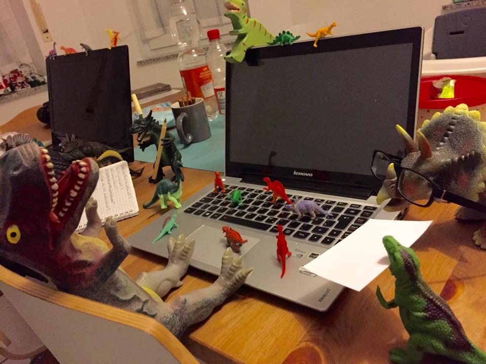 Dinovember: Die Dinos haben an den Laptops gearbeitet
