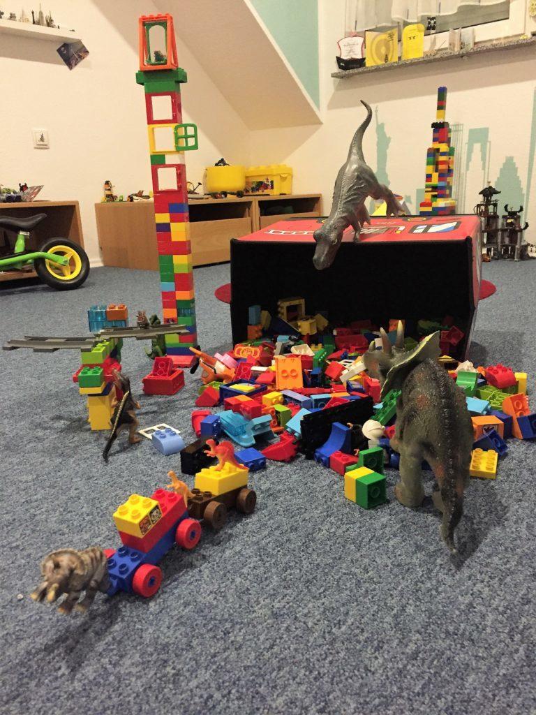 Dinovember: Die Dinos haben mit Lego gespielt