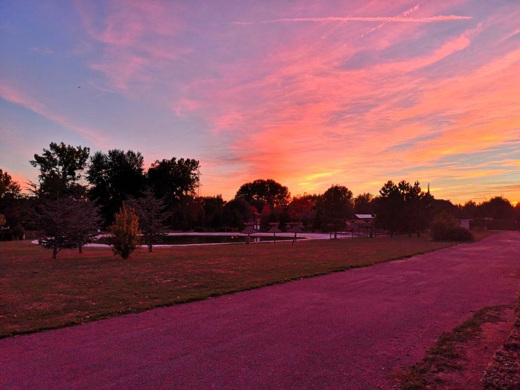 Sonnenuntergang auf dem Campingplatz La Croix