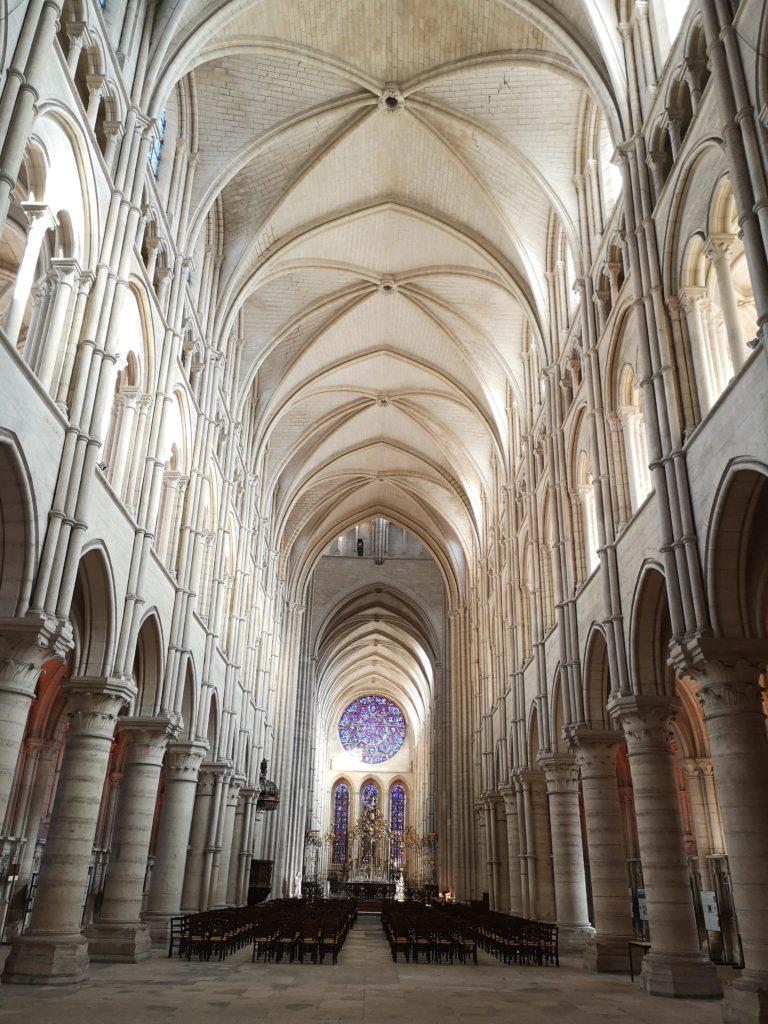 Innenansicht Kathedrale in Laon