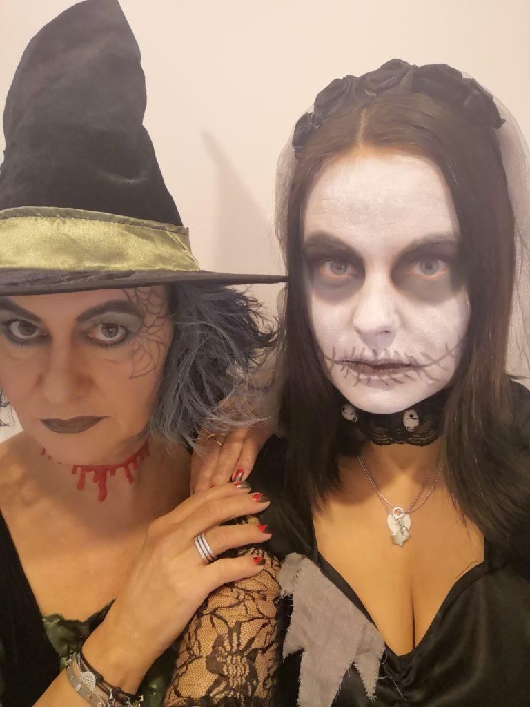 Halloween Party: Hexe und Zombie Braut