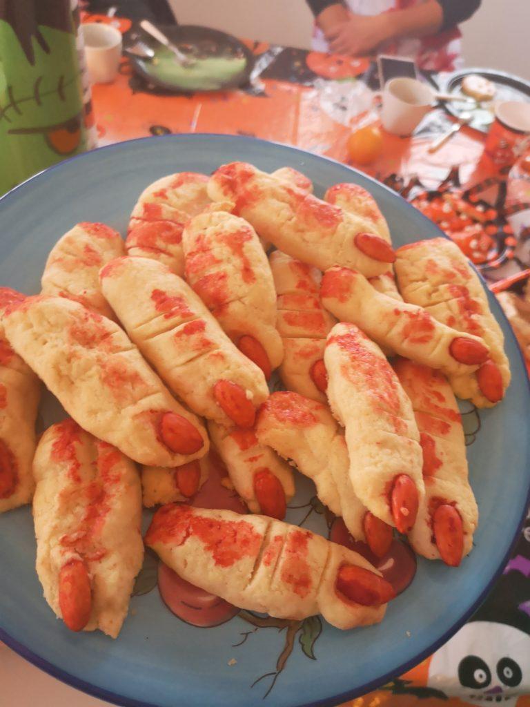 Hexenfinger aus Mürbeteig für die Halloween Party