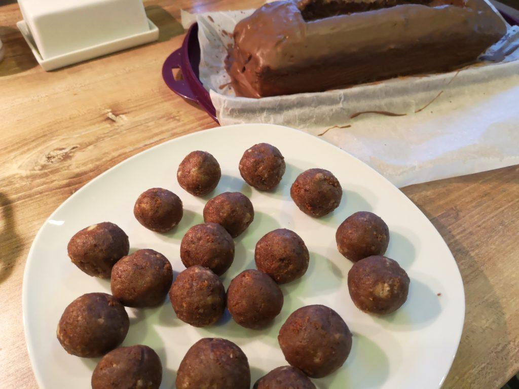 kicker kuchen und cake pops für den kindergeburtstag