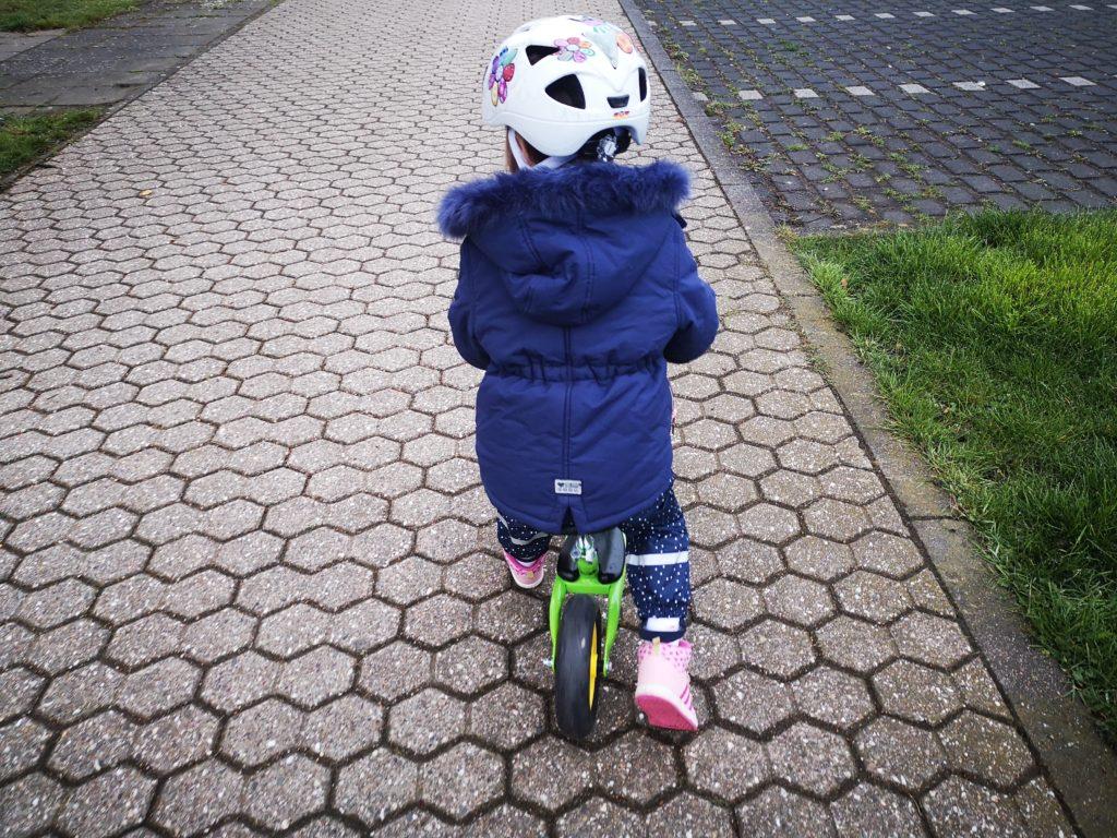 Mit dem Laufrad zum Kindergarten
