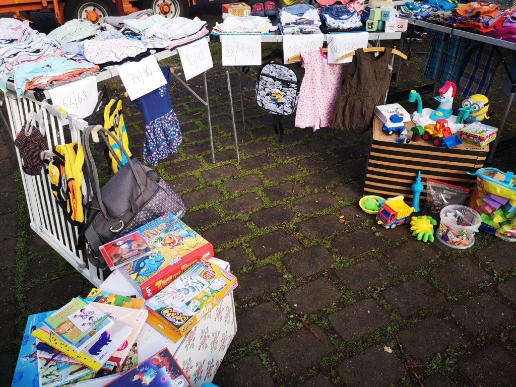 kindersachen auf dem flohmarkt verkaufen
