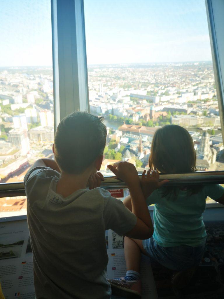für kinder absolut spannend ist der besuch auf dem fernsehturm berlin
