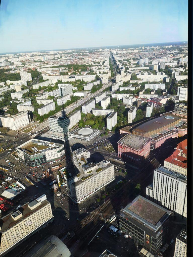 fantastischer blick über berlin: vom fernsehturm aus