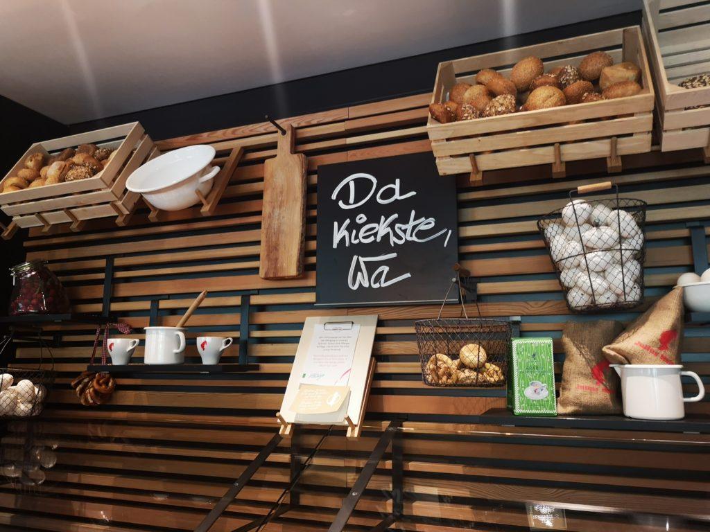 frühstücksraum im bäckereistil im vienna house easy berlin