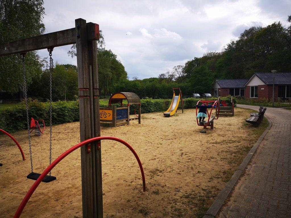 spielplatz direkt vor der tür im ferienpark mölke
