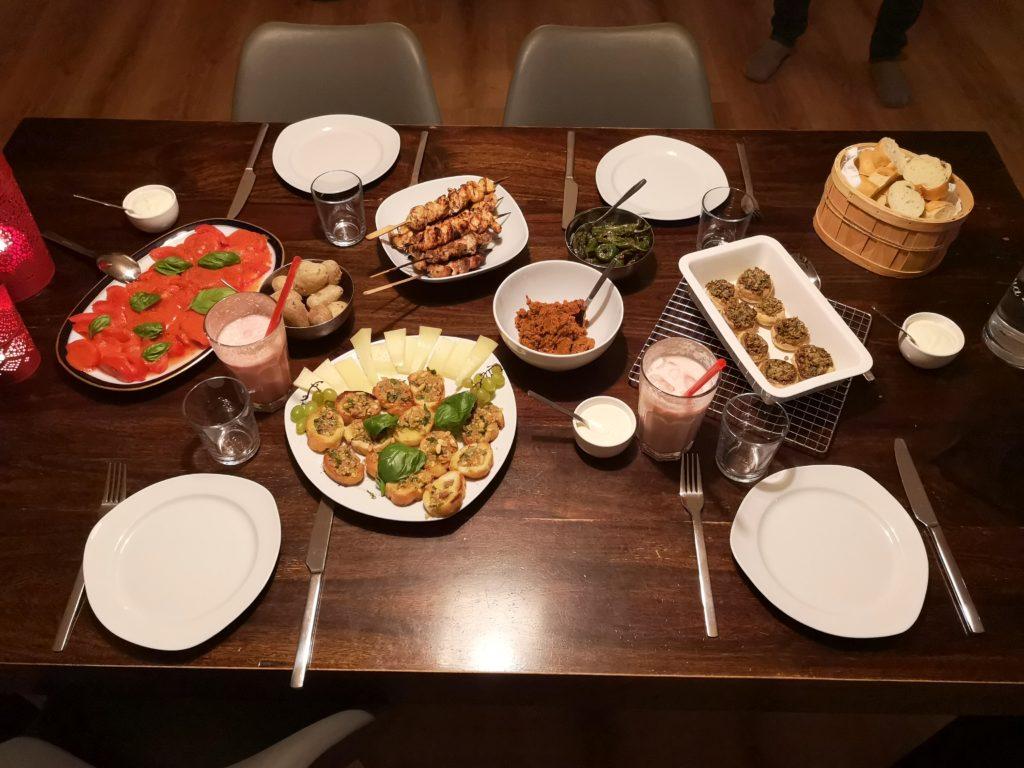 tapas kochen und esen mit freunden