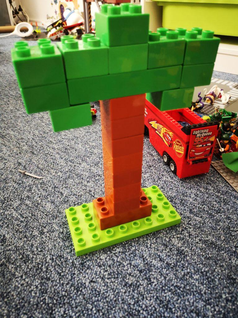 kirmesbaum aus Lego gebaut