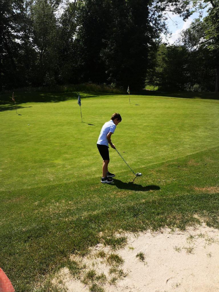 mit golfplatz auf dem schloss auel