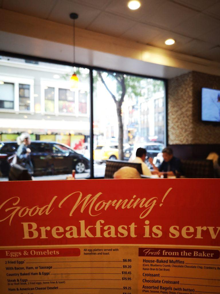 leckeres frühstück gibt es bei andrew´s coffee shop