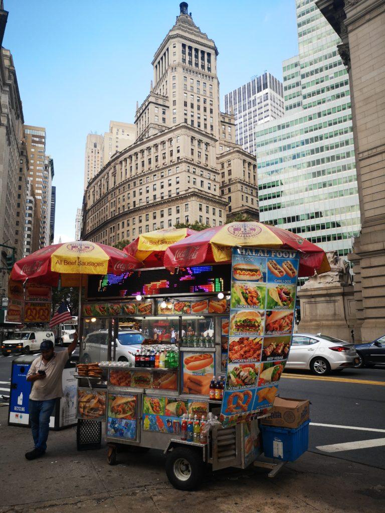 hot dog essen in new york ist ein muss