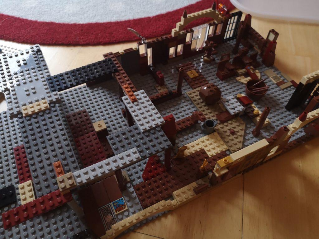 selbstgebautes hogwarts schloss aus lego