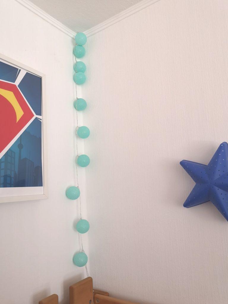 deko mit lichterkette im kinderzimmer