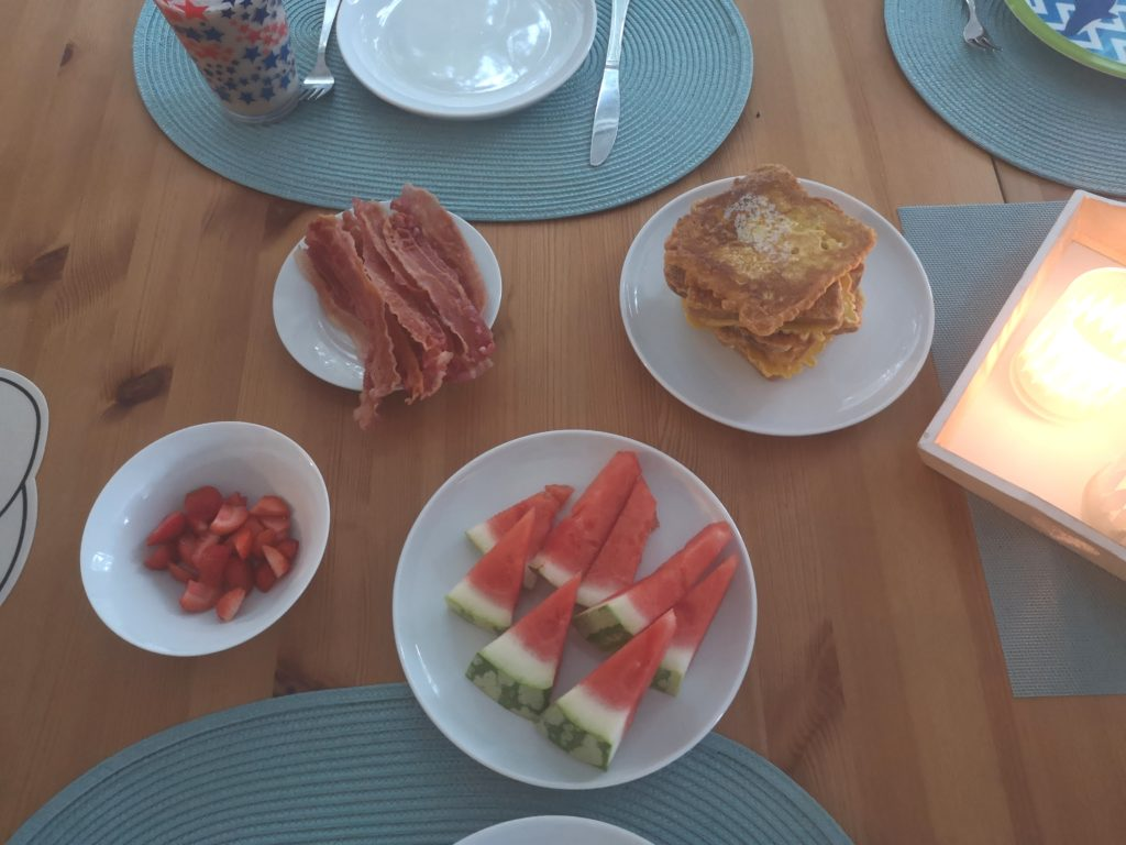 frühstück am sonntag mit der familie
