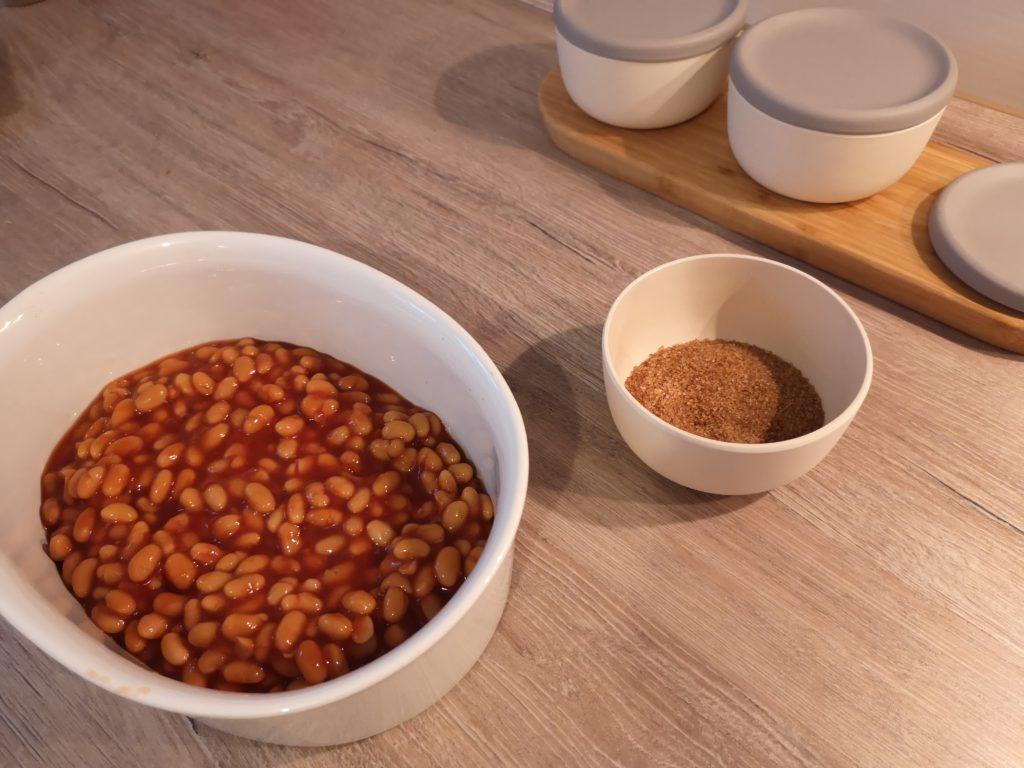 zu den baked beans gehört brauner zucker