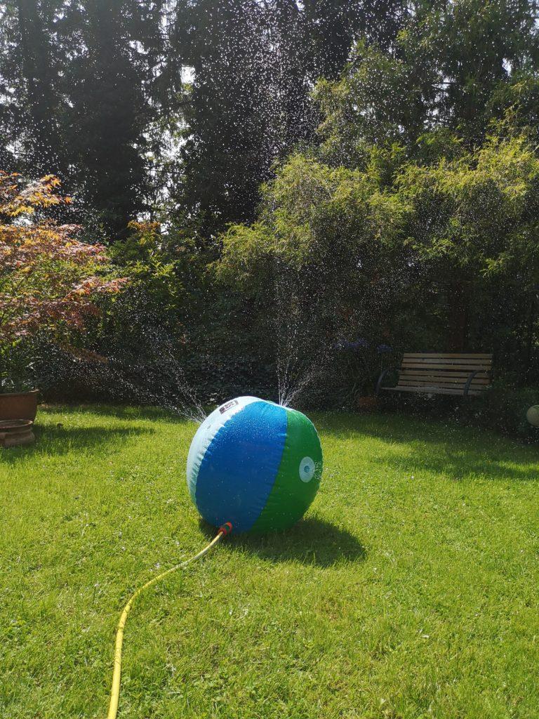 wasserspritzball für den garten von edumero