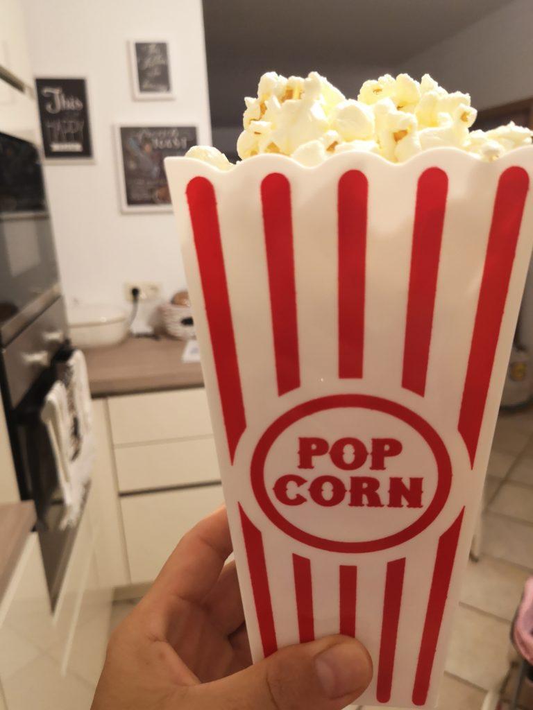 kinoabend mit usa popcorn behälter
