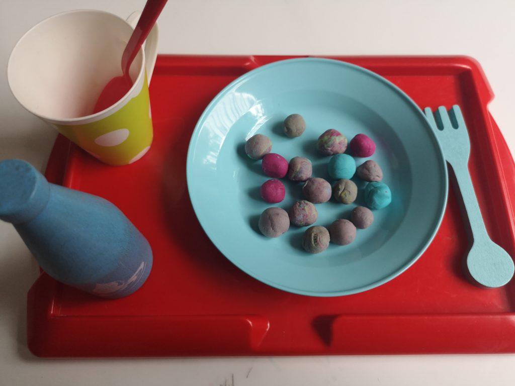 leben mit kindern: suppe mit knetmurmeln