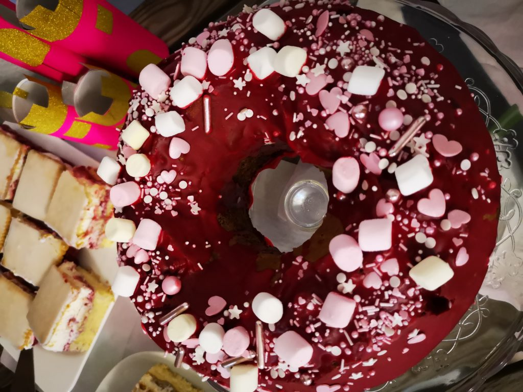 Guglhupf Kuchen mit Super Streuseln