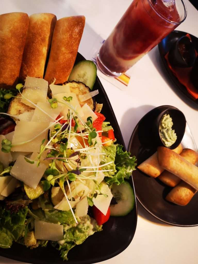 ein leckerer salat zum abendbrot