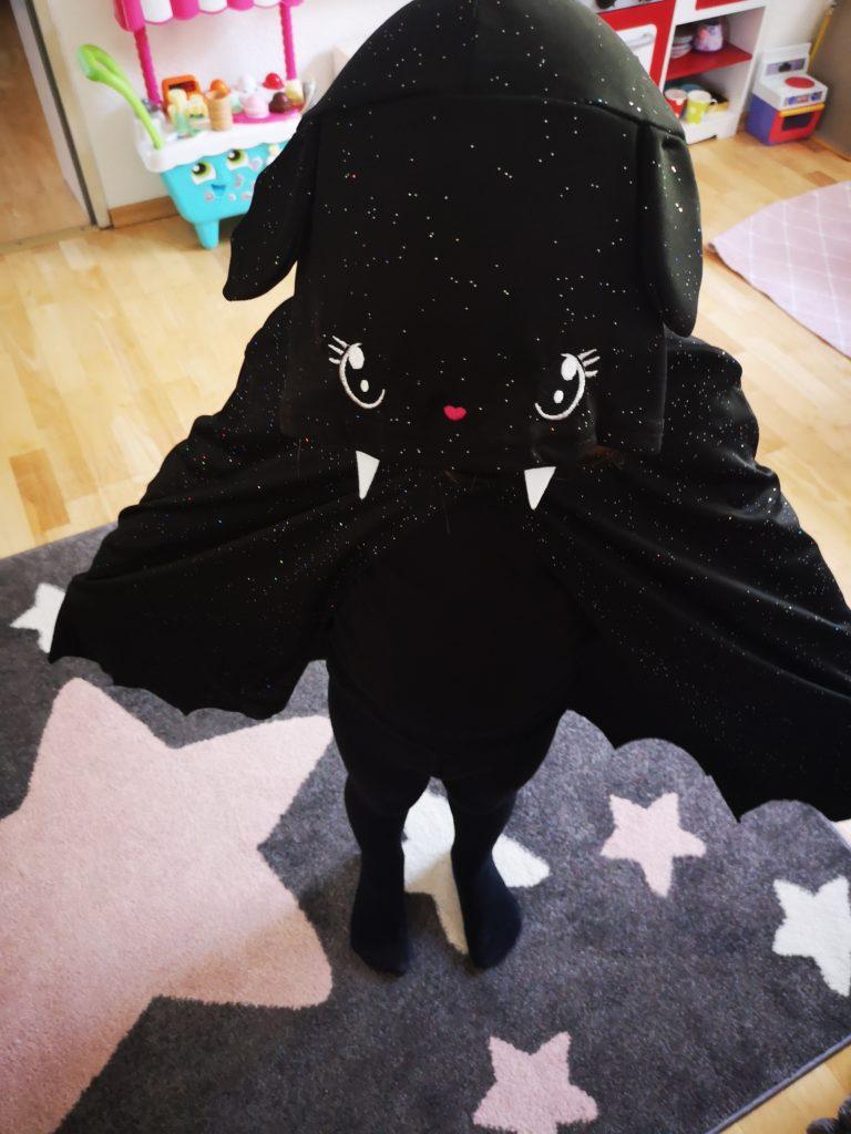halloweenkostüm anprobieren