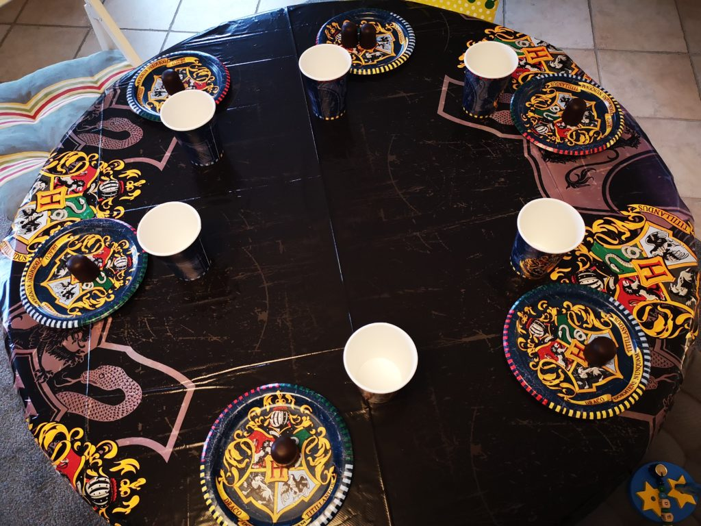 Der Harry Potter Buch Tisch für den Kindergeburtstag