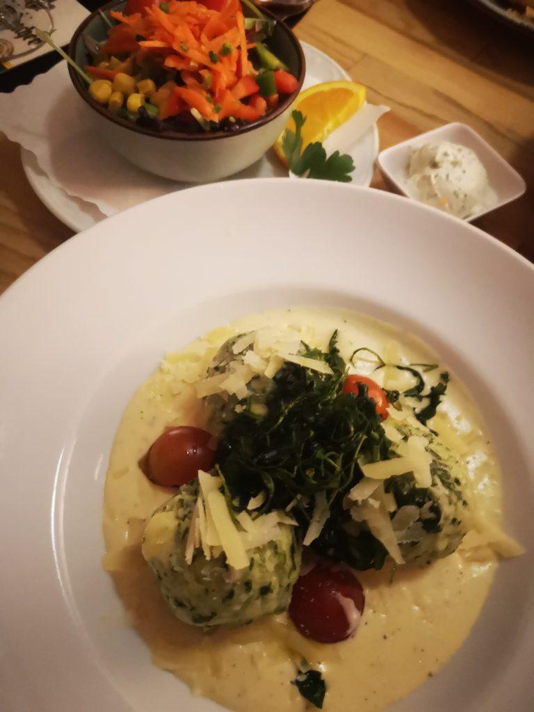 spinatknödel in parmesansoße