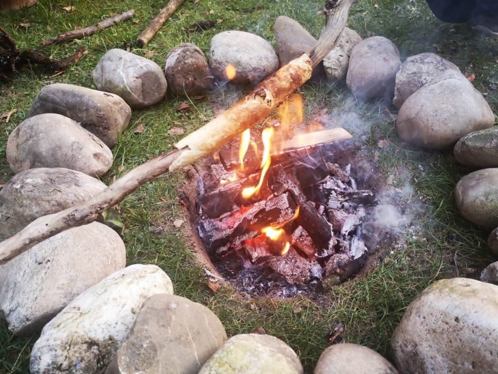 selbst gebaute feuerstelle im garten