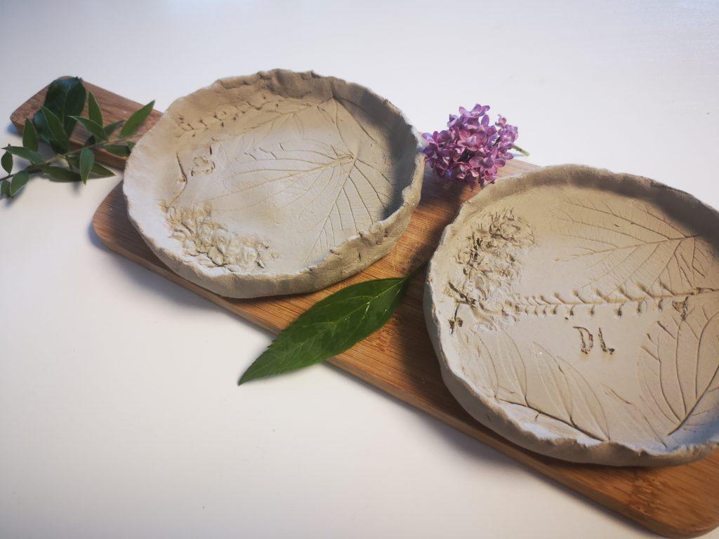 geschenkidee zum muttertag: schale aus ton mit blumenmuster